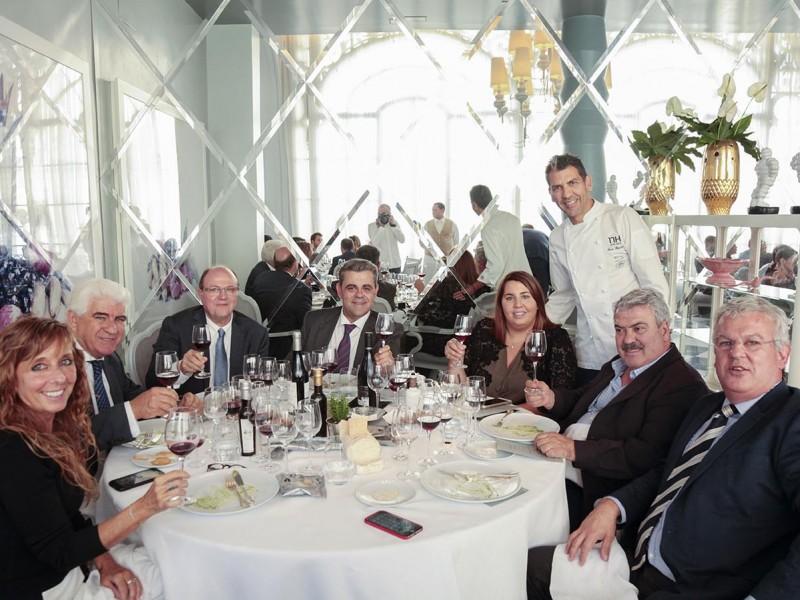02 Ambiente en restaurante La Terraza del Casino